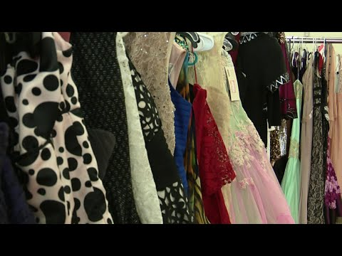 girls-receive-free-prom-dresses