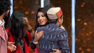Pawandeep Rajan - Hothon se chhulo tum Indian Idol - Sayli supported pawandeep full performance