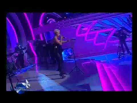 Download CHAIN OF FOOLS (LIVE) 2010