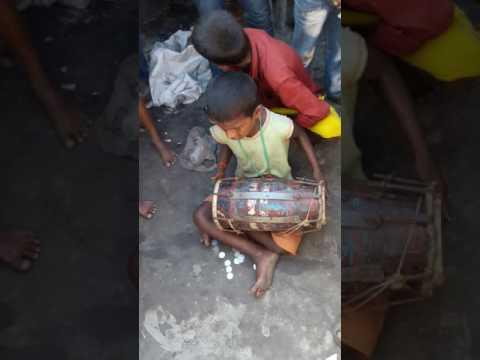 Blind child sing a bhojpuri song in manihari railway station (bihar)