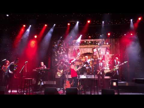 Amy Grant ROCKIN AROUND THE CHRISTMAS TREE Holland America cruise 7/14/17 Christmas in July