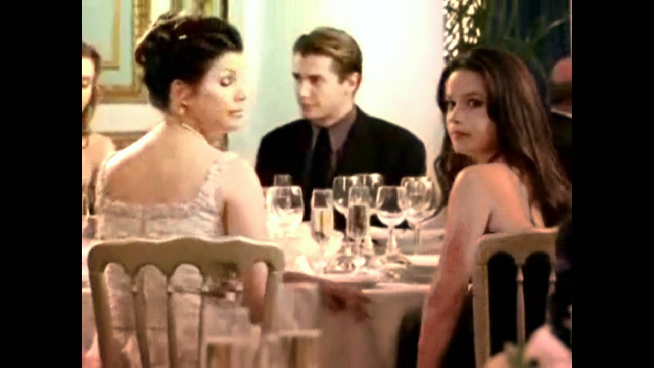 Holly marie combs dating history