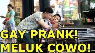 PRANK MELUK COWO DARI BELAKANG - Prank Indonesia - Brandon Kent