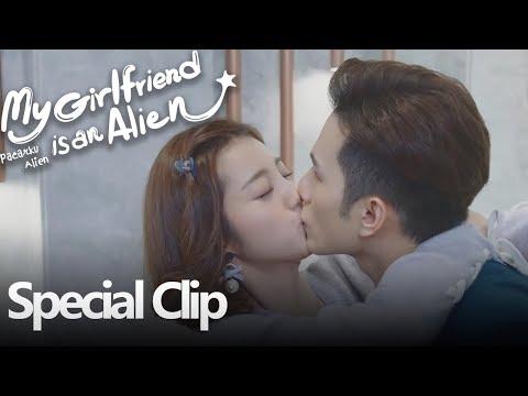 My Girlfriend Is An Alien   Special Clip Memberikan Obat Dengan Ciuman   外星女生柴小七   WeTV 【INDO SUB】