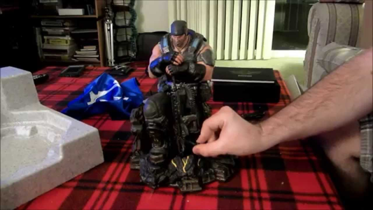 Gears of war 3 limited edition – video game shelf.