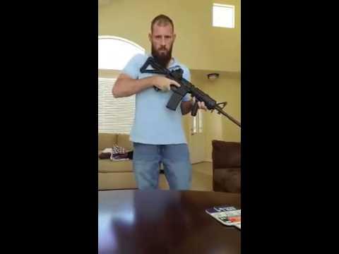 Ex marine muestra lo fácil que se puede ocultar un arma bajo la ropa