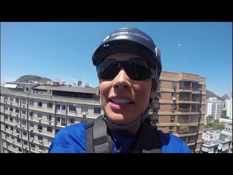 Juju Salimeni limpa janelas de prédio a 30 metros de altura