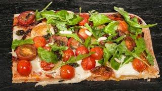 Pizza de quesos y tomates - Bruno Oteiza