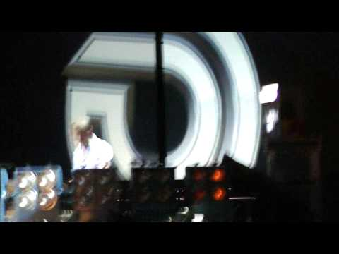 Dash Berlin @ Guatemala 2011 playing Never Cry Again (Video 18/19)