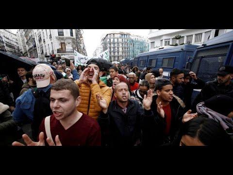 تظاهر 2000 طالب في الجزائر تضامناً مع المعتقلين وضد الانتخابات  - 19:00-2019 / 11 / 12