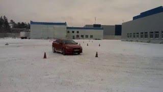 Зимняя контраварийная подготовка водителей на Mitsubishi Lancer X. Объезд препятствий зимой.(, 2016-01-07T14:58:53.000Z)