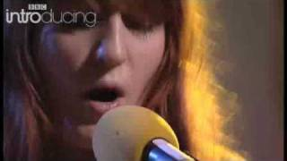 Florence And The Machine - Kiss With A Fist (Live BBC Introducing)
