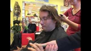 Uwe Wöllner beim Friseur
