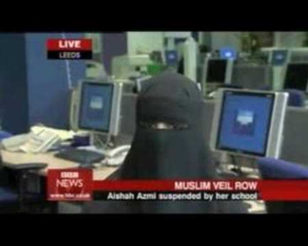 Muslim support teacher suspended for wearing a veil in class