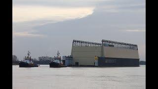 Lürssen Schwimmdock mit verbrannter Mega Yacht SASSI unterwegs nach Hamburg