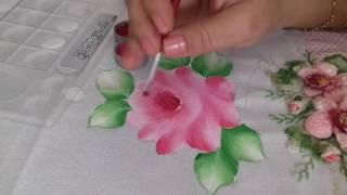 Aprenda pintar rosas, folhas e fazer o acabamento