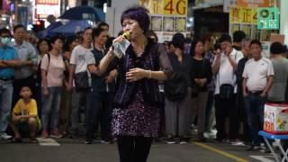 西洋菜南街近年每逢周末假日,便滿街是賣藝表演。不少人形容這是「新平...
