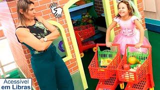 👋🏻 LIBRAS 👋 Valentina Pontes finge Brincar de mercadinho de brinquedo
