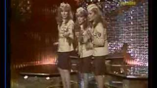 Star Sisters - Andrew Sisters Medley