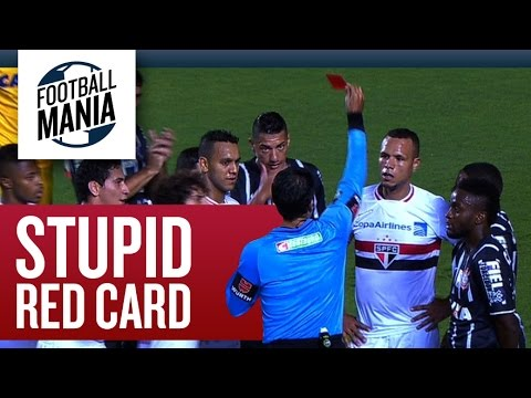 "Another stupid Red Card!!! Luis ""EMPTY-HEADED"" Fabiano (São Paulo) vs. Corinthians"