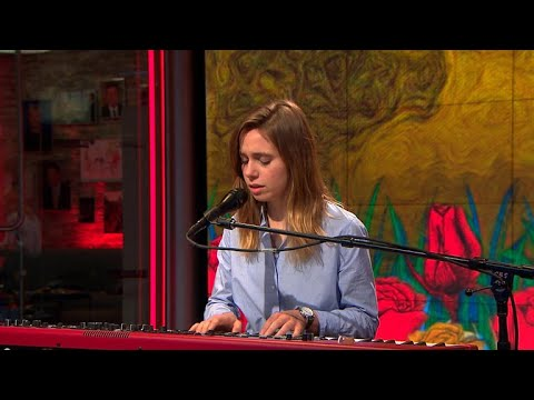 Julien Baker Performs On 'CBS This Morning'