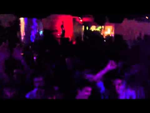 Marco V vs Stefano Pain & Alex Guesta / Quake