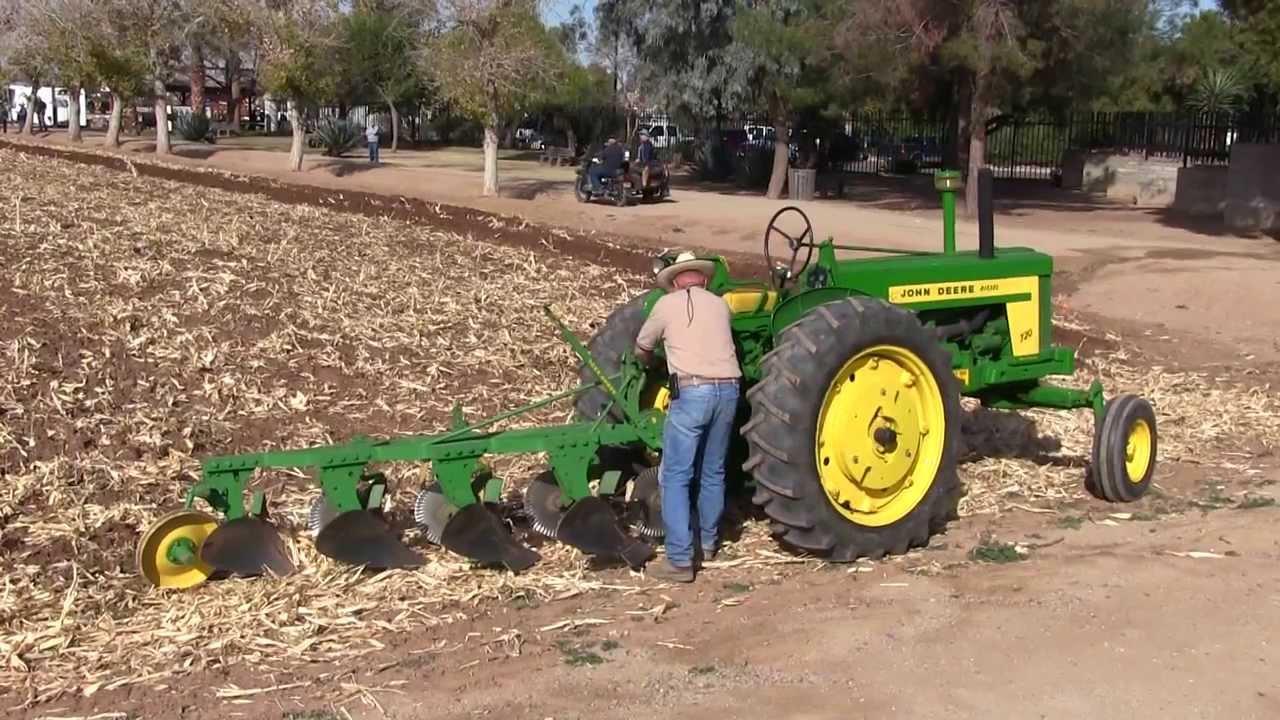 Animated Tractor Plowing Field : John deere diesel plowing the field at sahuaro