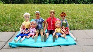Backyard fun ! Elsa & Anna toddlers - games - Chelsea - games - bird