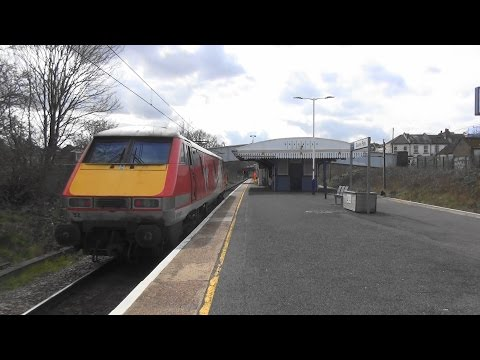 (HD) Light Engine Virgin Trains East Coast 91132 at Bowes Park. 30.3.16