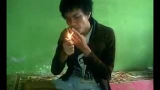 Download MUST WATCH Pinoy Singing SHE'S GONE by STEEL HEART while sitting and having a smoke