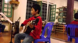 Học sinh lớp KID guitar - buổi đầu tiên