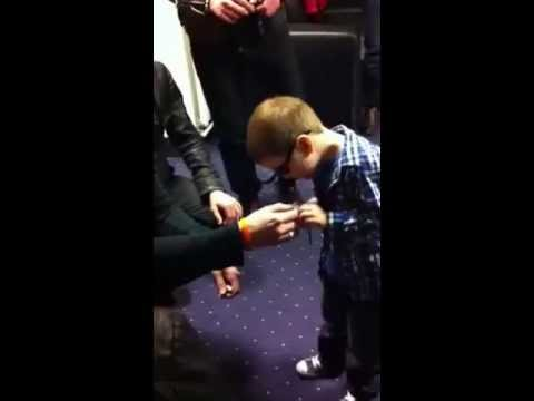 Blind five year old sings with Danny O'Donoghue from The Script/The Voice AMAZING