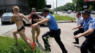Repeat youtube video FEMEN protest in Kiev - no comment