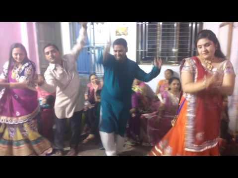 trupti-wedding-garba-on-sangeet-night-january-2016-16