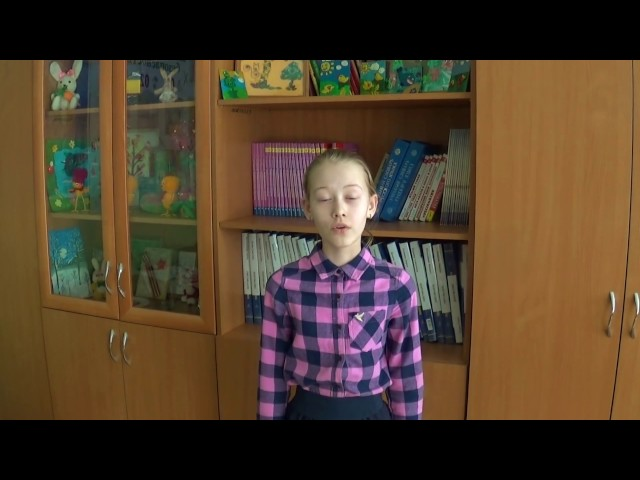 Изображение предпросмотра прочтения – КаринаИсмагилова читает отрывок изпроизведения «Послушайте! (Послушайте! Ведь, если звезды зажигают…)» В.В.Маяковского