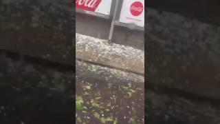 İstanbulda aniden başlayan dolu yağışı! - İstanbulu sel aldı! - Son dakika haberi