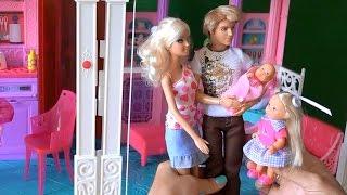 Видео с куклами Барби и Кен привезли дочку Келли в дом Барби к Челси