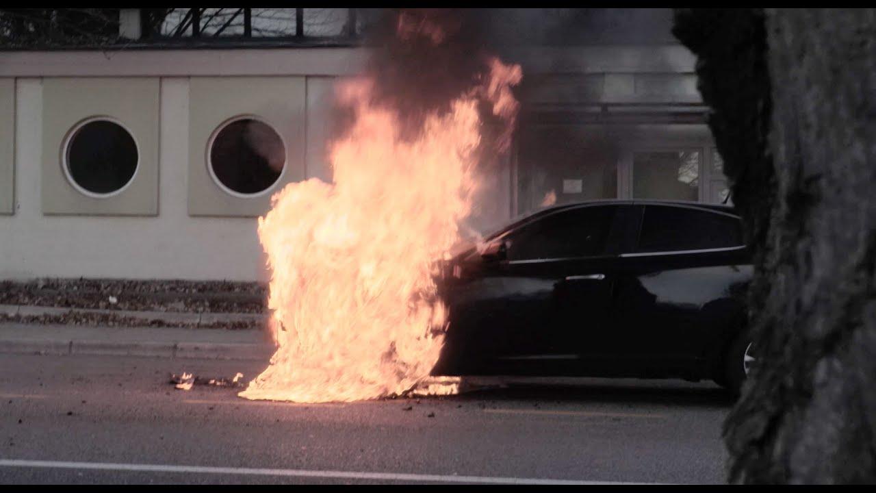 Feuerwehr Einsätze, Auto brennt aus, Fahrzeugbrand (Video)