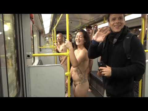 Смелый перформанс Миши Бадасяна в метро - Naked Subway Ride