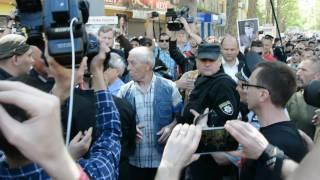 В центре Николаева националисты обматерили «коммуниста»