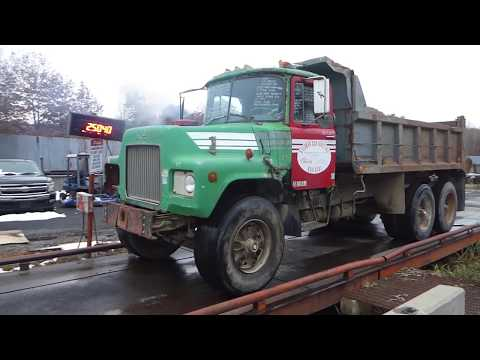 1970 Mack DM685S Tandem Axle Steel Dump Truck - TRO 1115183