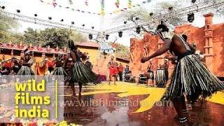 A Gujarati artiste performs Siddi Goma dance