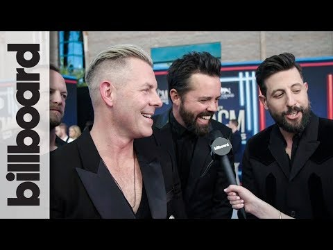 Old Dominion React to Winning Group of The Year, Weigh in on Lil Nas X & More   ACM Awards