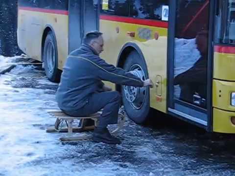 En Suisse, le chauffeur de bus prend son poste...