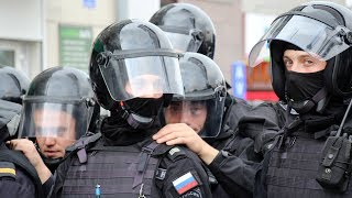 «Гвоздичку возьми, руки же свободны, сердца у тебя нет», - хроника митинга 9 сентября в Новосибирске
