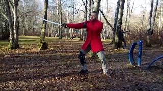 Урок фехтования - базовая стойка и перемещения с длинноклинковым оружием. Обучение фехтованию.
