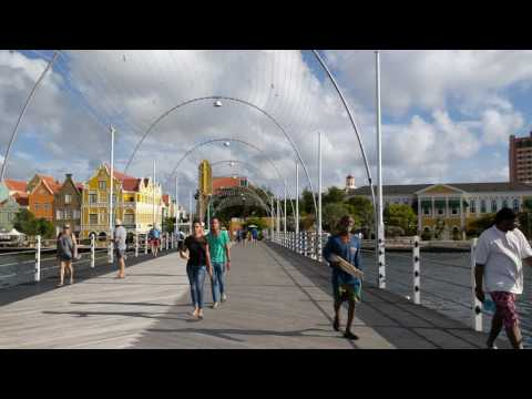Walking around Koningin Emmabrug, Willemstad, Curaçao 4k
