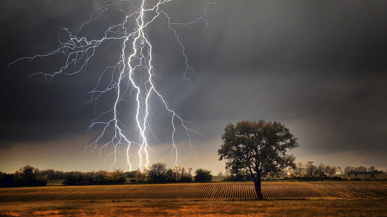 Tormentas Eléctricas Fuertes Lluvias En Texas