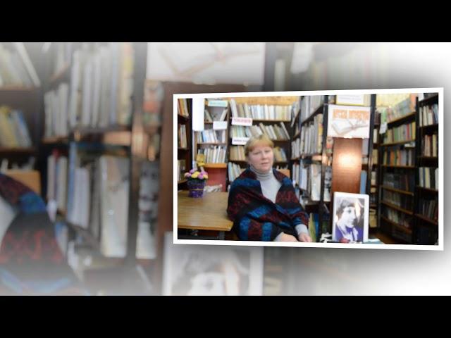 Изображение предпросмотра прочтения – СветланаСмирнова читает произведение «Вчера еще в глаза глядел...» М.И.Цветаевой