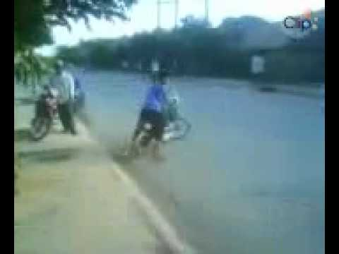 Xem video clip Clip boc dau xe dap dien 2 - Video hấp dẫn - Clip hot - Baamboo.com.mp4